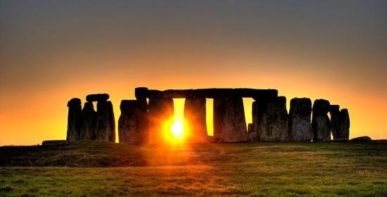 Stonehenge_equinozio
